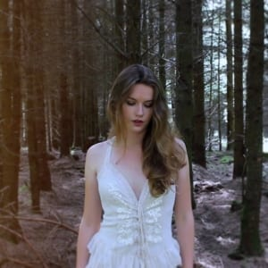 Captivating Blend of Country Rock and Soul From Isobel Holly